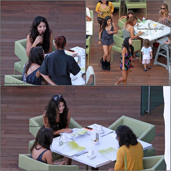 . 15 Octobre 2010 --- Pendant que Zac tourne son film Vanessa quant à elle se prend de petite vacance à Hawaii accompagner de sa soeur stella, elles ont étés vu dans un restaurent. Et Ben sa promet ! .