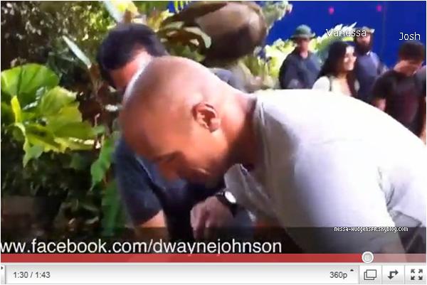 .  Dwayne Johnson à poster sur son facebook une vidéo du tournage.  Accéder à sa page facebook ici.  .