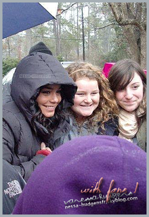 ♦ Patience + Vanessa With Fans!