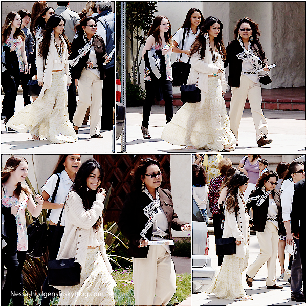 24 Avril 2011: Vanessa célébrant pâques à l'église St. Charles Borromeo, avec de Gina, Stella & Samantha . TOP !