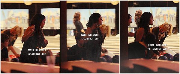 21 avril 2011 : Nos deux mignons tourtereaux  ont été aperçus dans le bowling PINZ de Studio City, Cal. TOP ! Plus tôt dans la journée Vanessa , Stella & Samantha ont été aperçus sortant de Bloomingdale's  dans Sherman Oaks à Los Angeles .