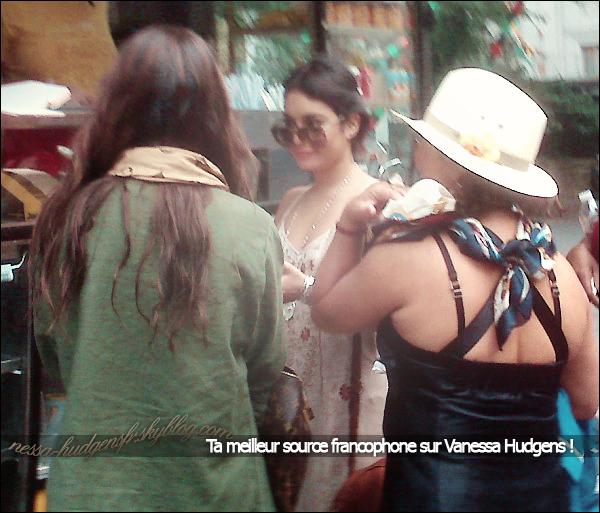25 Juin 2011 La famille Hudgens aperçus dans New York, C'est une photo de Fan !