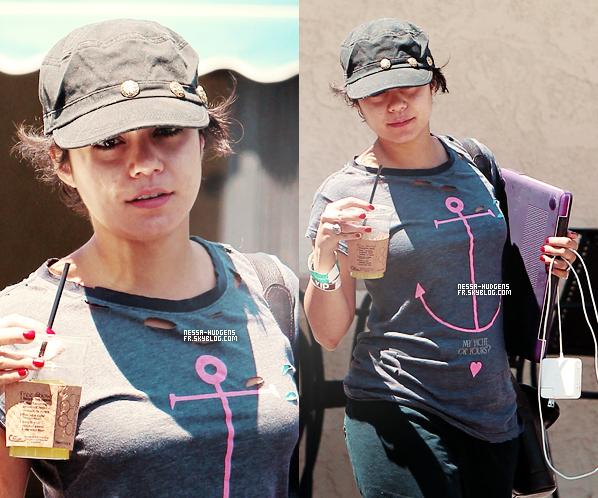 16 August 2011 ♦  Vanessa accompagnée de sa petite soeur Stella Après avoir déjeuné dans LA.