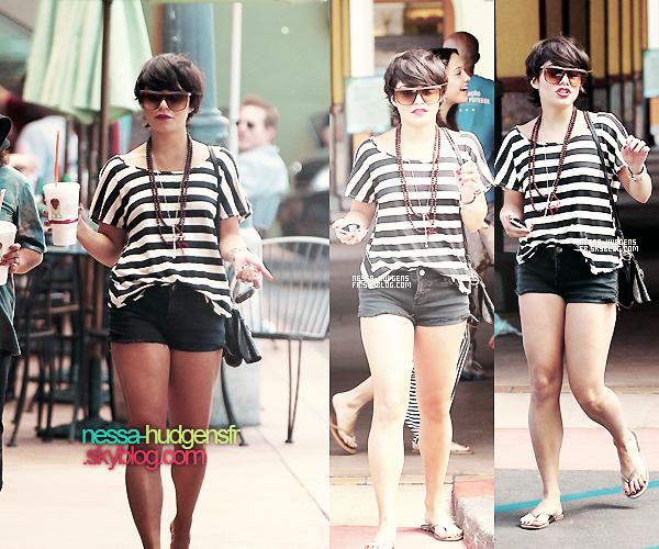 Le 26/08/2011 : Vanessa, Stella & Gina ont été vues dans Studio City, Salon & petit encas.