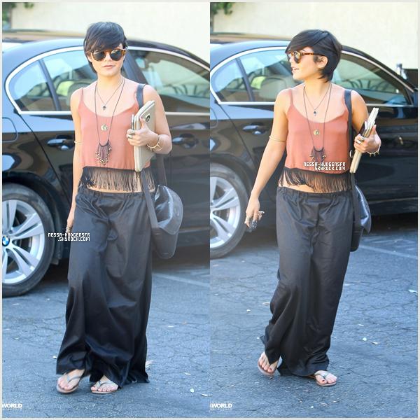 31 Août 2011    Vanessa sans Stella aperçu sortant de son cour de Yoga à Studio City.