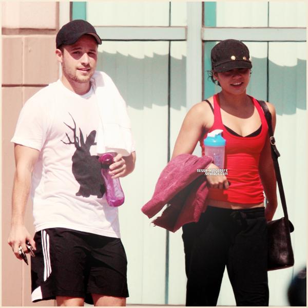 01 Septembre 2011    Vanessa et son ami Shawn Pyfrom sortant de la gym à West hollywood.