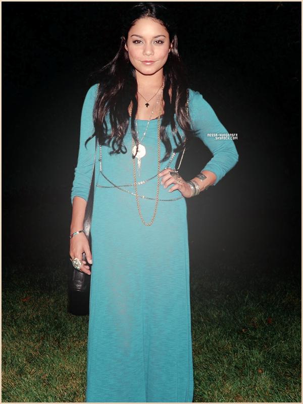 04 Septembre 2011    Vanessa et ses faux-longs cheveux à la Fashion Week (Au Linton Hopkins Diner)         de New York. Jolie TOP ! J'adore le bleu, ça lui va plutôt pas mal.