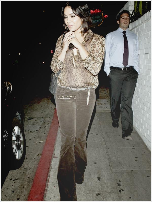 23/09/11 :  Vanessa a été vue sortant du Chateau Marmont à Los Angeles après y avoir dîner. TOP