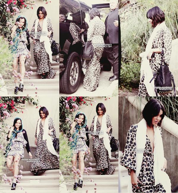 """25/09/11 :  Vanessa a été vue sortant de chez elle avec Stella, elles se rendaient à la première de """"Iris""""."""