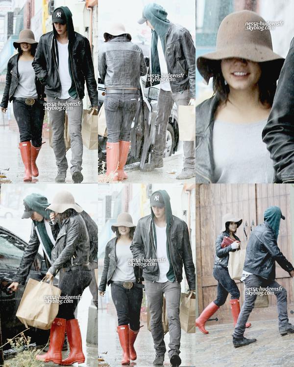 05 Oct. 2011 Vanessa a été vue sortant du Sun Cafe avec Austin Butler. Gosh, les bottes de pluie --'