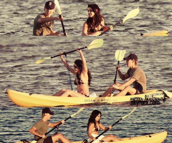 Vanessa faisant la belle avec son copain sur une plage toujours à Hawaï. 21.01.2012