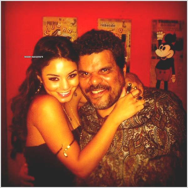 Nouvelle photo perso de Vanessa et de son père dans 'Journey 2', Luis Guzman postée sur sa page Facebook.