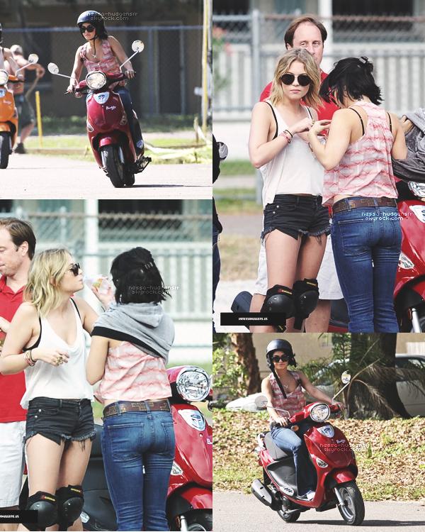 29.02.12 : V' a été vue avec ses co-stars sur le tournage de Spring Breakers en Floride, pour une préparation scooter.