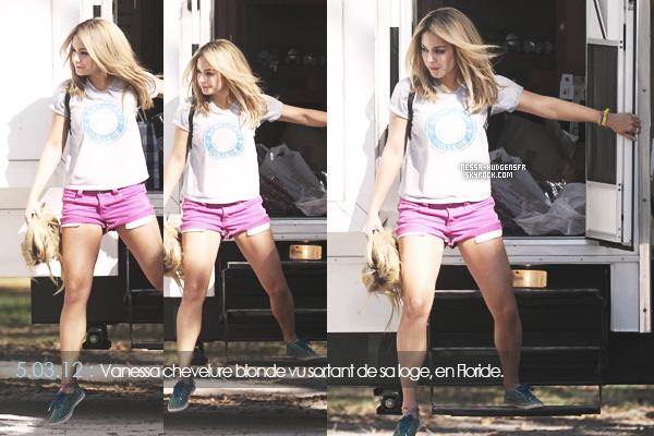 6.03.12: Blonde, Vanessa Hudgens a été vue avec ses co-stars sur le set de Spring Breakers. J'aime & vous ?
