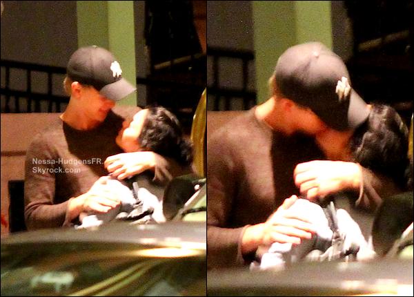 11.03.12 Vanessa a était vu devant son hôtel enlacé au bras d'Austin.