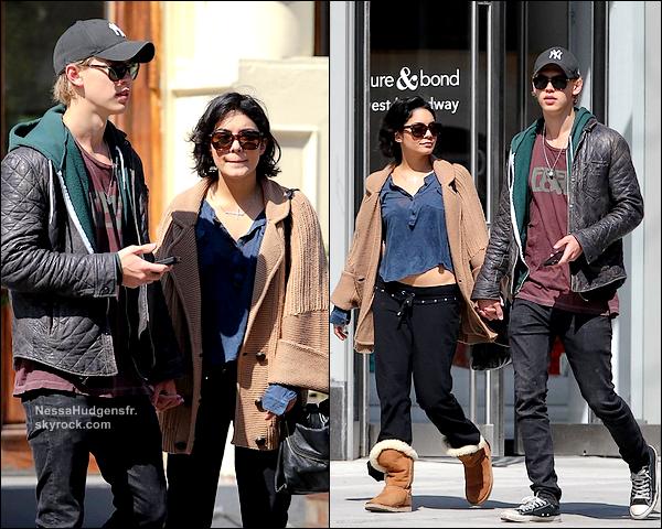 19.03.12 Vanessa avec Austin encore en plein shopping dans à NewYork.