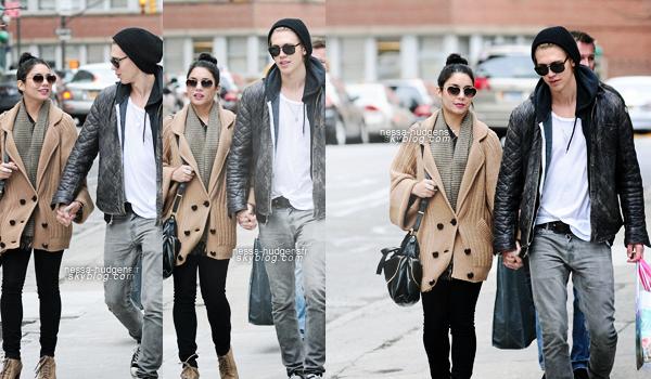 25.03.2012 Vanessa & Austin aperçu dans les rues de Soho, toujours à New York. TOP
