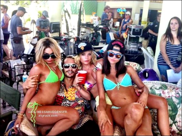 Trois nouvelles photos personnelles de Vanessa Hudgens & ses co-stars.