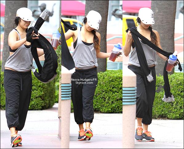 03.05.12 Vanessa sortant d'une salle de sport à Studio City.