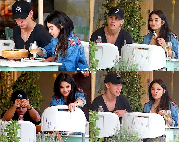 Vaustin ont passé un moment romantique au restaurant pour ensuite allez à un concert des Coldplay à Hollywood.