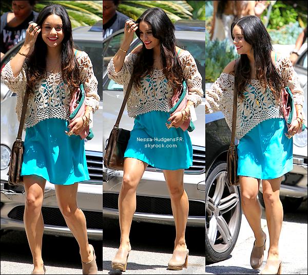 09.05.12 Vanessa à était vu dans les rues de Studio City pour se rendre dans un Studio Photoshoot..