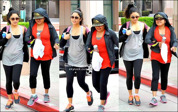 10.05.12 Nessa a était vu avec sa maman Gina allant à la gym à Los Angeles.