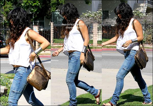 10.05.12 Nessa a été vu quittant son appartement à Los Angeles, Et plus tard quittant la maison de ses parents.