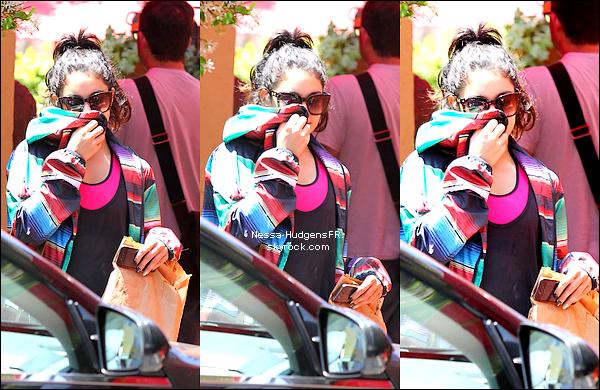 """15.05.12 Nessa a passé un moment avec sa maman Gina au """" FitnessStudio """" à LA !"""