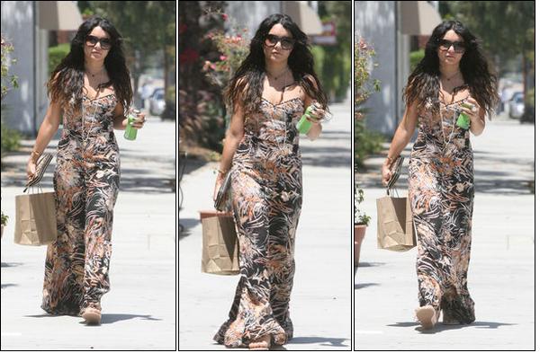 20 Mai 2012 : Vanessa, seule, allant au Sun Café.