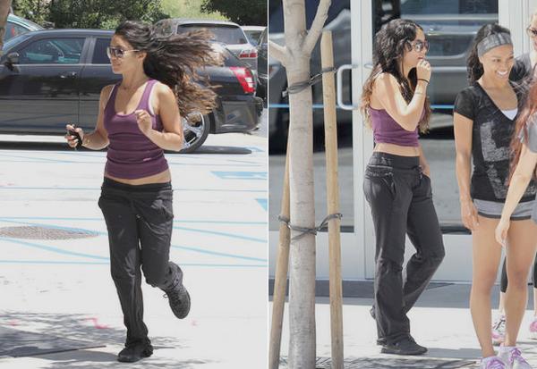 21 Mai 2012 : Vanessa, revenant de la gym avec.. et non, pas Austin, mais des amis ! miracleeee