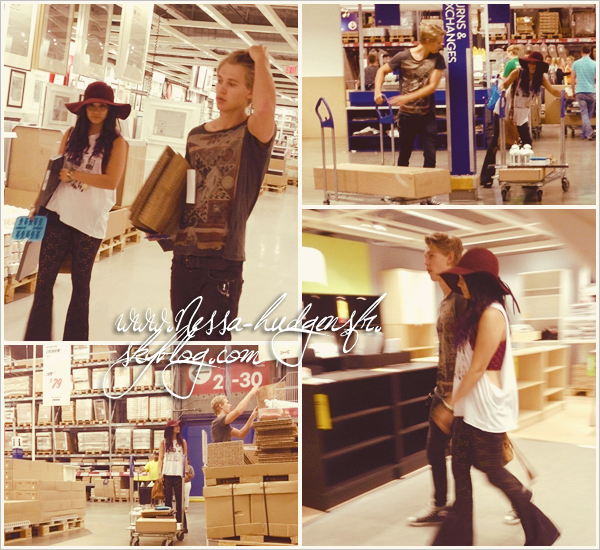 """25 Juin 2012 : Nessa et Austin vus faisant quelques course dans le géant Suedois """"IKEA"""" afin d'acheter de la déco et du mobilier."""