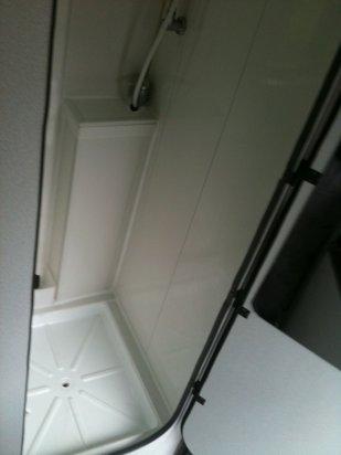 douche eau chaude et froide toilette et meuble de rangement renault master 2 8 dti 1998. Black Bedroom Furniture Sets. Home Design Ideas