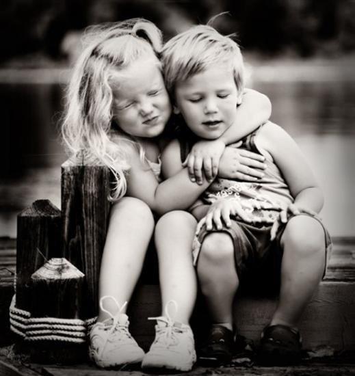 Lo splendore dell'amicizia non è la mano tesa nè il sorriso gentile nè la gioia della compagnia:è l'ispirazione spirituale quando scopriamo che qualcuno crede in noi ed è disposto a fidarsi di noi. ;)