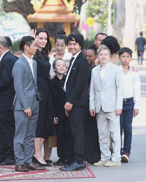 Entourée des six enfants, la réalisatrice a présenté son nouveau film.