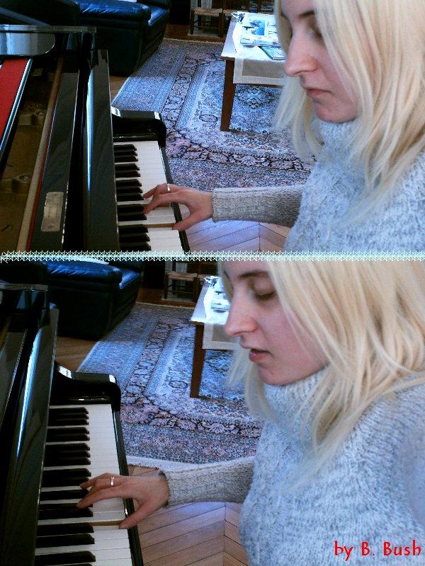Moi sur mon piano ^_^