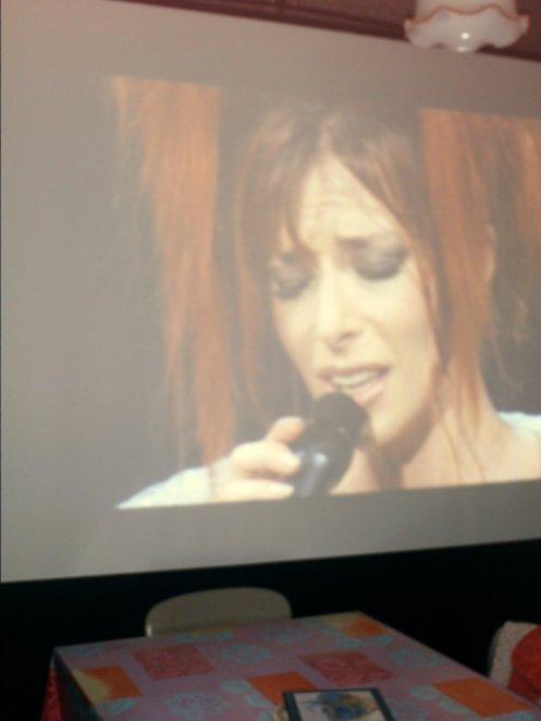 Mylène farmer en concert sur écran cinéma à la maison *_* (Trop kawai la p'tite soeur Mymy *_*)