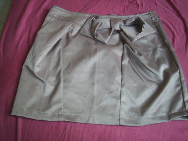 jupe beige taille 38(plutot 36) 10¤