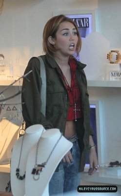 miley shoping