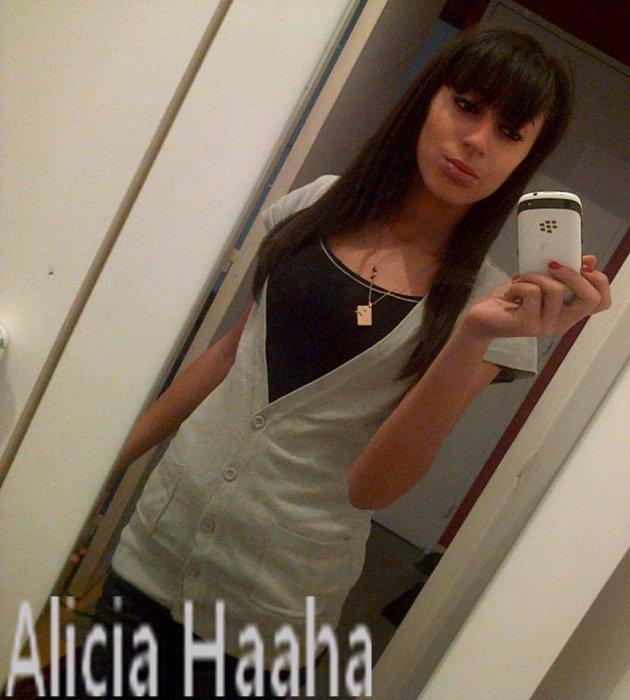 Aliciaah Djazairiaa T-kass