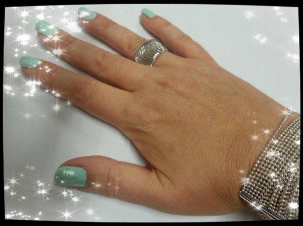 Ma nouvelle manicure - vert pastel