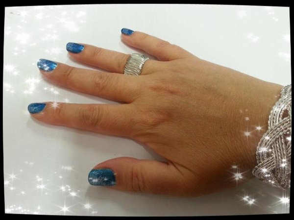 MA NOUVELLE MANICURE : BLEUE MARINE + STAMPING BLANC