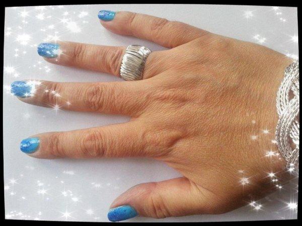 Ma nouvelle manicure : Bleu turquoise et bleu marine