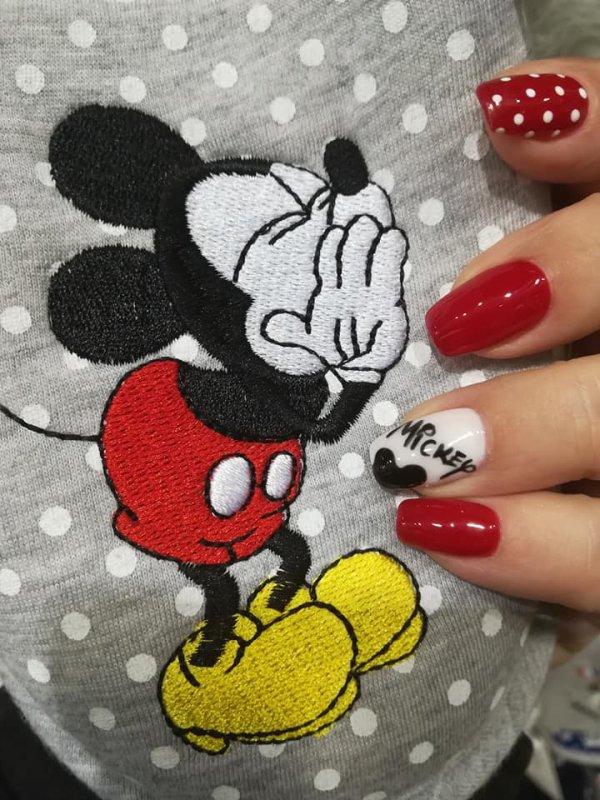 Prete pour mon RDV mercredi 05 décembre avec Mickey et Minnie jusqu'au bout des ongles