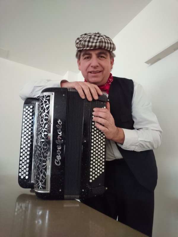 Bertrand Bugel accordéoniste-chanteur