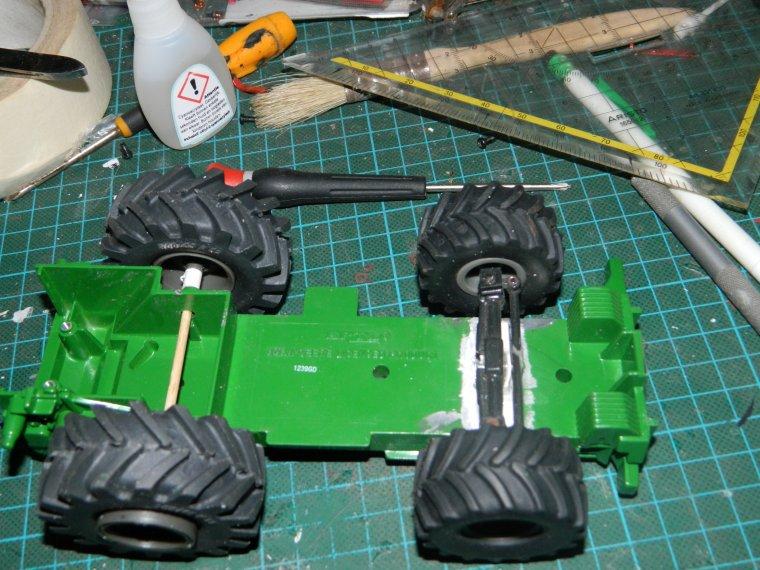 debut modif ensileuse john deere 6650 : les roues , cabine et essieux