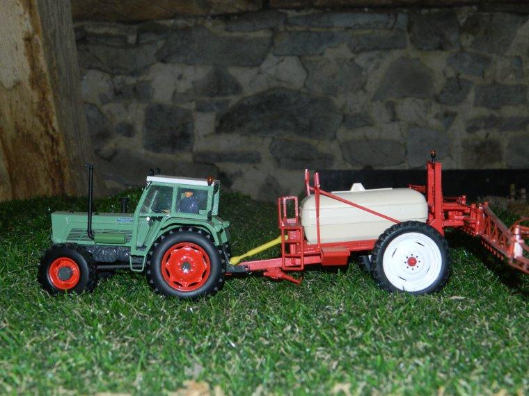 jean-louis passe sur les blé avec son vieux 614
