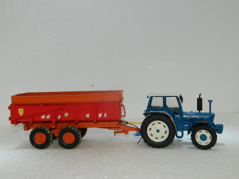 ford 7600 4rm sur base britains