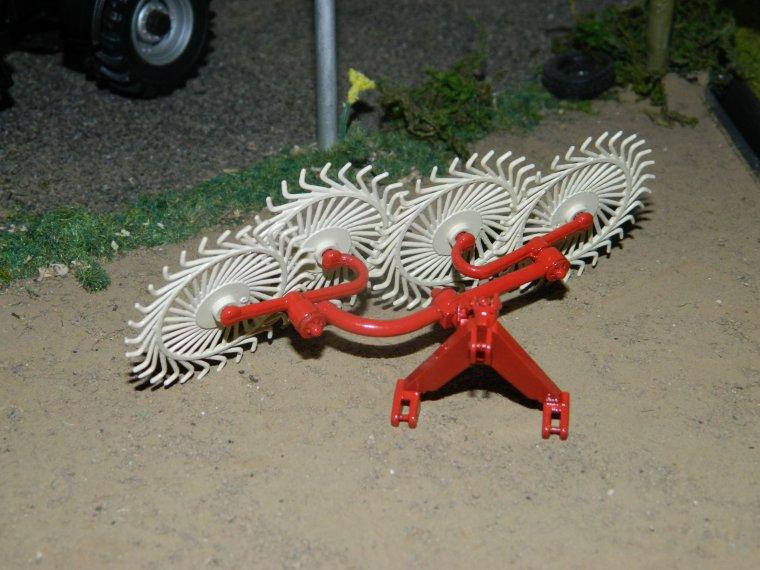 faneuse andaineuse made in raphagri et andaineur acrobat vicon (modif du britains)