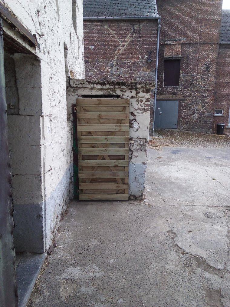 realisation de portes pour les garages a materiel avec le frangin