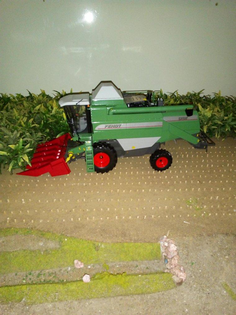 fendt 5250 avec bec a maïs